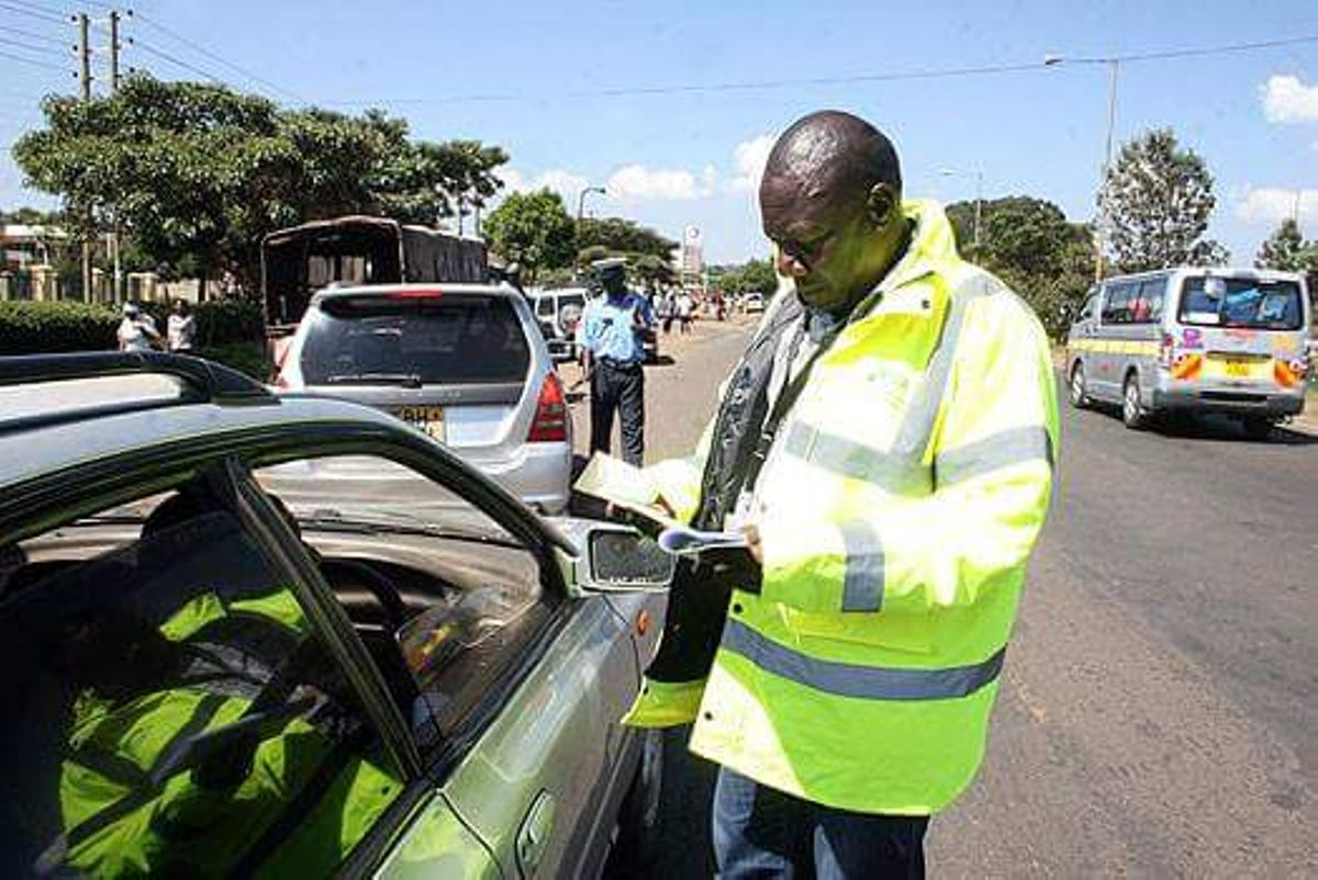 Is it an offence not to carry a driving license? Should I allow a police officer in my car?