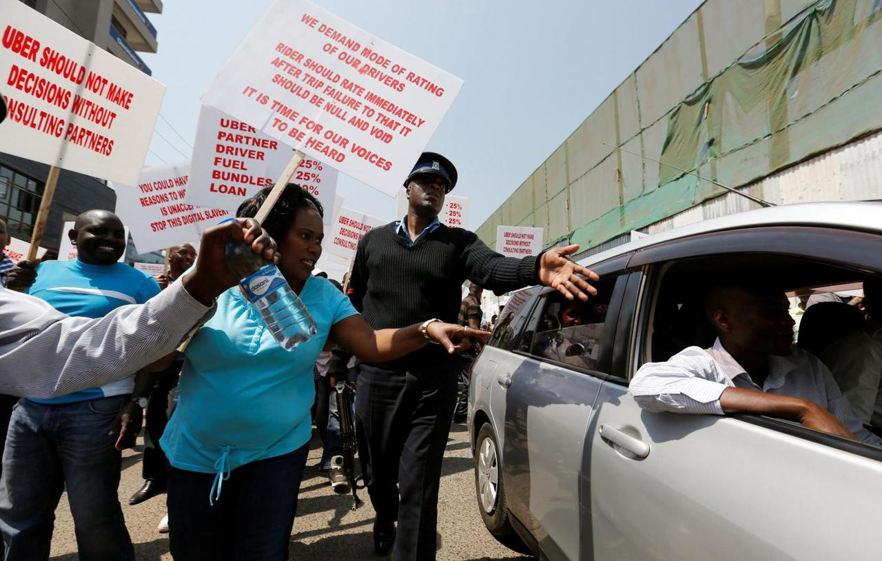 Online app taxi drivers strike because of low prices