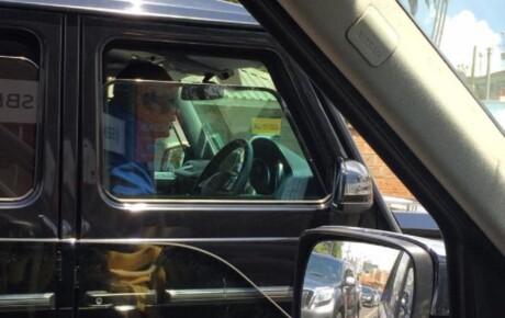 President Uhuru Kenyatta driving himself around town in his Mercedes G Wagon @KenyanTraffic