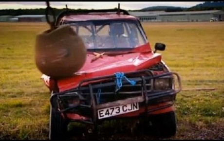 Video – Top Gear tried destroying a Toyota Hilux but they proved it was indestructible