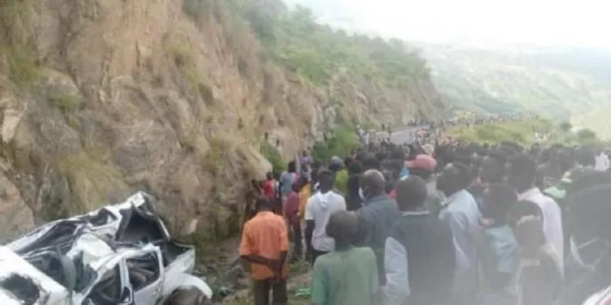 Driver lost control and landed in a ditch injuring 6 volleyball players in Laikipia